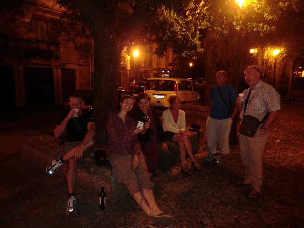 Beerenwein vor der Herberge in Caldas des Reis